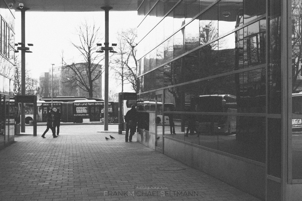 Hamburg---Bus-Station-sw